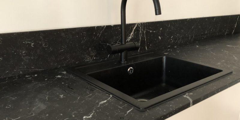 Musta marmori – viihtyisän kodin ylellinen helmi